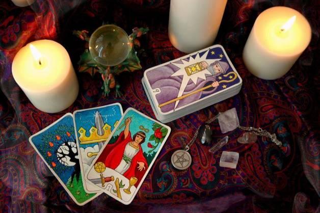 Tarot tres cartas si o no, Tarotistas y Videntes